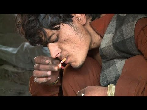 Afghan runaways fight heroin addiction in Pakistan