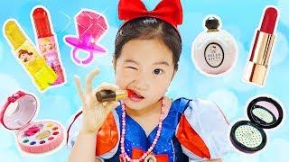 어린이화장품 VS 사탕화장품 복불복 랜덤 뽑기 해봤어요! 왕자님의 최종 선택은? Lip Stick Candy Make-up Challenge