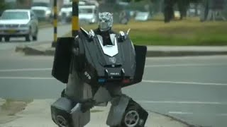 "Colombian ""Transformer"" amuses commuters at red lights"