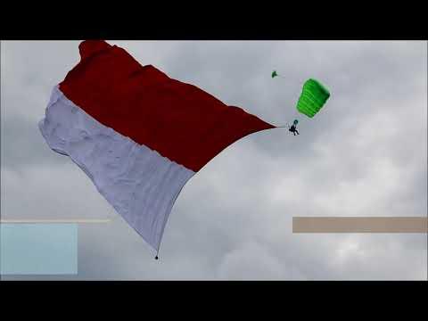 Kibarkan Bendera Terbesar, Paskhas TNI AU Bersama Polres Batu Pecahkan Rekor Muri