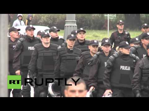 Poland: Thousands of nationalists rally against refugees in Warsaw