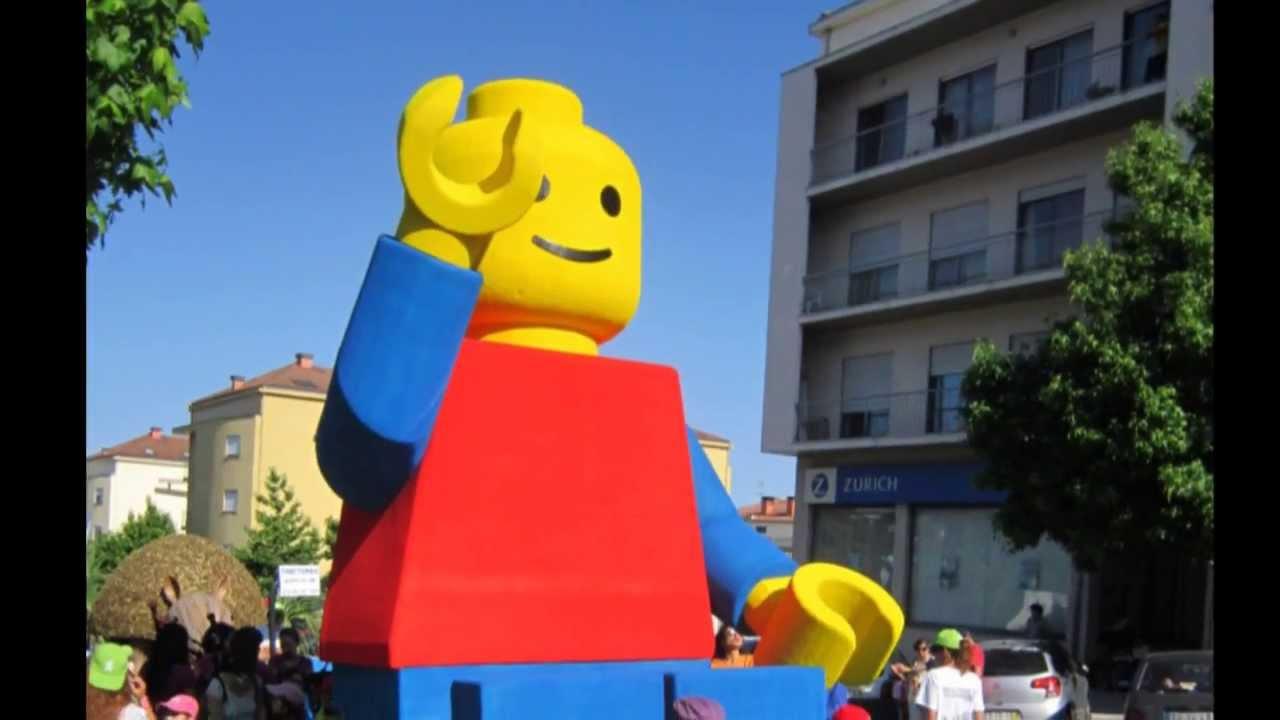 Lego man gigante nas cavalhadas de vildemoinhos 2013 - Piezas lego gigantes ...