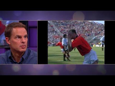 WK-goal Bergkamp geeft Frank de Boer nog steeds ki - RTL LATE NIGHT   RTL Late Night