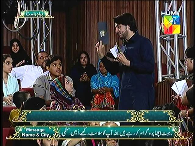Ahsan Khan distributing gifts Jashn e Ramazan HUM TV Show