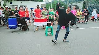 """Download Lagu Temon Holic """"DUET"""" Dengan Pengamen Angklung Jalanan - Perahu Layar Gratis STAFABAND"""