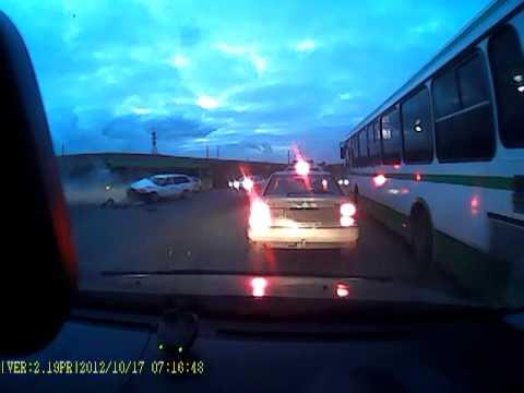 После аварии на дорогу вылилось 300 литров молока. ДТП Красноярск