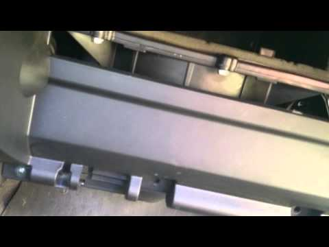 Nissan primera cabin air filter change.(p12)