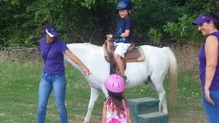 Tibo và Myla Cưỡi Ngựa