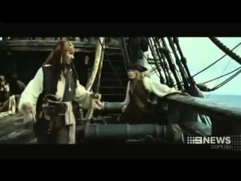 Johnny Depp Amber Heard arriving in Australia 20 04