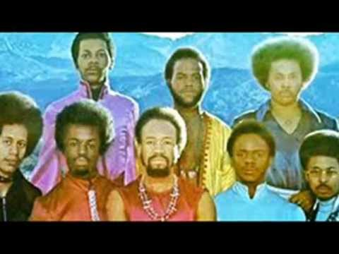 Earth Wind & Fire - I Can Feel it in my Boes