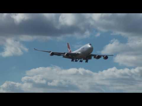 Qantas 747-400ER Landing and Takeoff (Perth Airport)