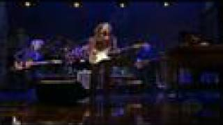Watch Bonnie Raitt I Will Not Be Broken video