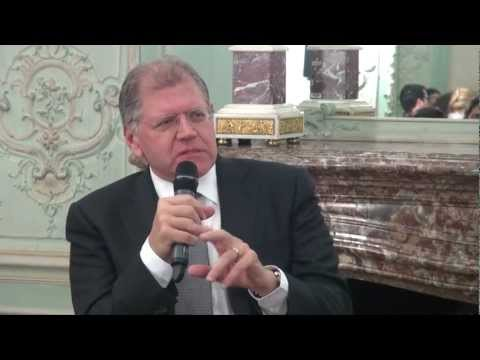 Film maker and producer Robert Zemeckis meets with cinema students