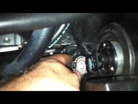 Replacing the bulb in a Mazda 3 2010 headlight