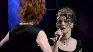 Download Lagu Kelly Clarkson & Reba Mcentire Does He Love You Gratis STAFABAND