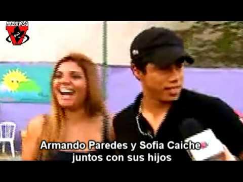 Armando Paredes y Sofia Caiche juntos con sus hijos