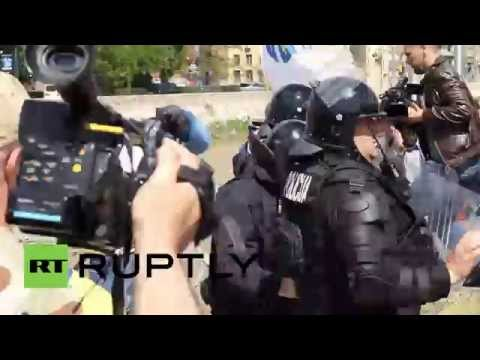 Bosnia and Herzegovina: Protesters clash with police in Sarajevo