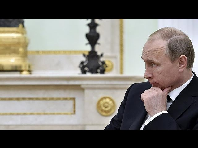 """Une nouvelle loi en Russie interdit les organisations """"indésirables"""""""