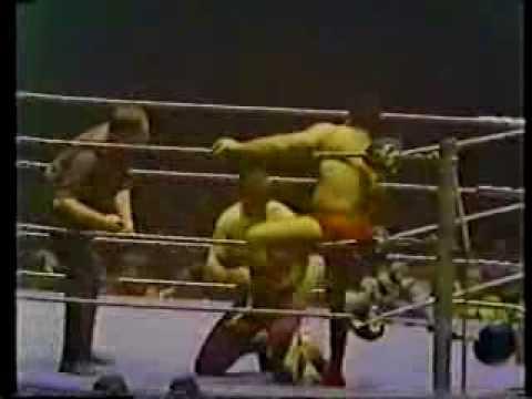 Pedro Morales vs Killer Kowalski, 1974