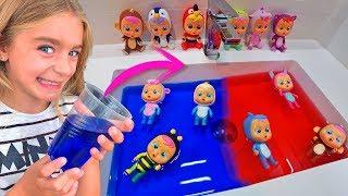 Las Ratitas bañan a sus bebés llorones lagrimas mágicas en agua de colores!!