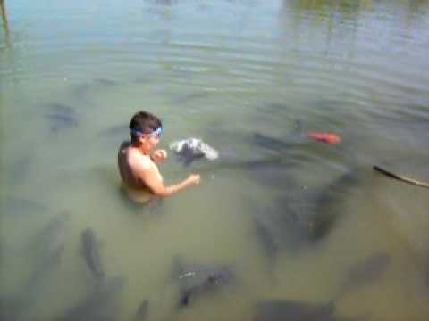 Gabriel Oliveira pescando em Goiás Velho
