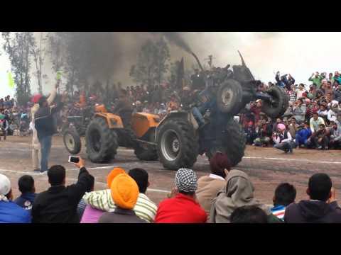 Tractor Tochan At Pind Halwara Sonalika Vs Sonalik video