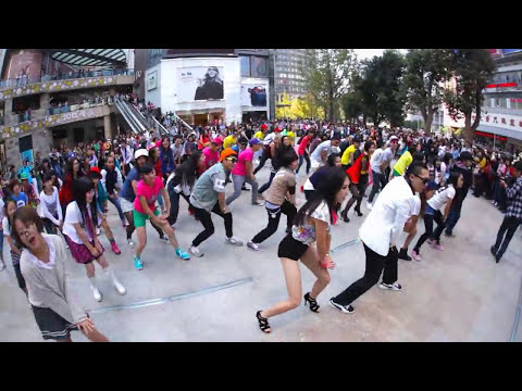 Gangnam Style Dance Flash-Mob in Kunming China (Octobre 2012) - by The Dangsters