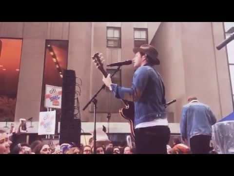 NIALL PLAYING BEST SONG EVER ON THE GUITAR