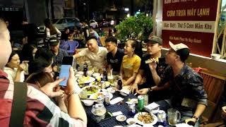 Hot boy nhạc chế Ku Vàng hát ngẫu hứng ở quán nhậu gây náo loạn khu phố