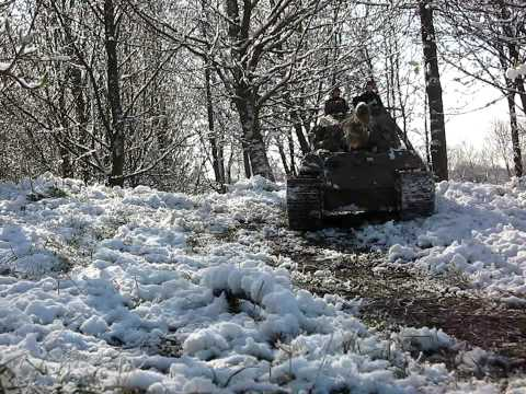 1/6 RC King Tiger Königstiger RC Tank Forging Ahead in Snow