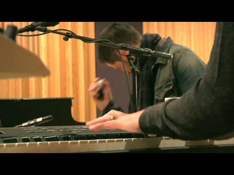 Studio Brussel: Keane - 'Silenced By The Night' (live)