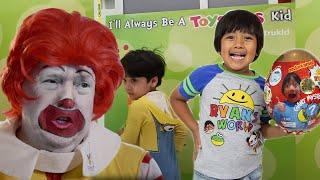 BEST HIDE AND SEEK SPOT In Toys R US | Always ToysRUs Kid