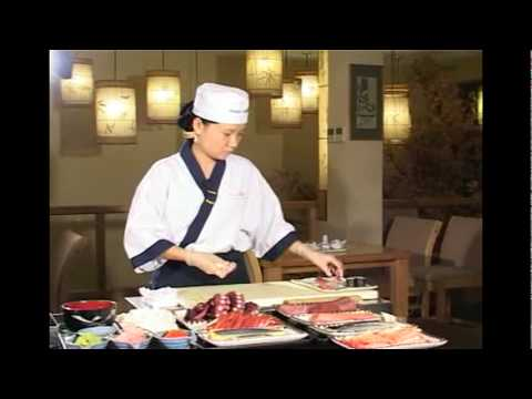 Nh� h�ng Nh?t Asahi - H??ng d?n ch? bi?n c?m Sushi.