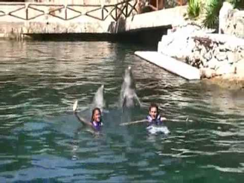 MESSI AND HIS GIRLFRIEND VS DOLPHIN