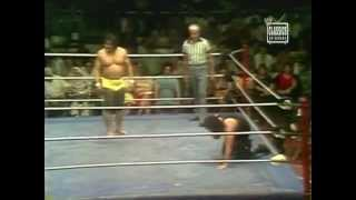 Peter Maivia vs Rocky Tomayo