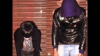 Watch Crystal Castles Xxzxcuzx Me video