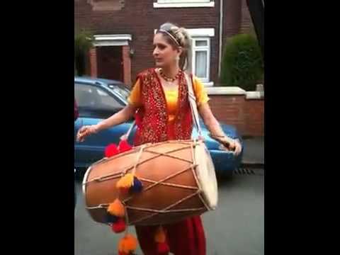 Youtube - Pakistan Funny Punjabi Girl With Dhool In Uk Aunti Taj On Rihana Rude Boy Song.flv video