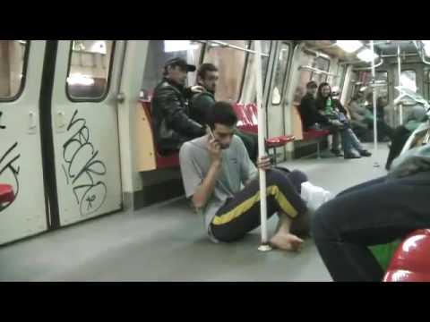 Cersetor cu iphone la bucuresti in metrou.flv