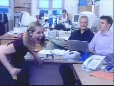 competencia de tangas en la oficina