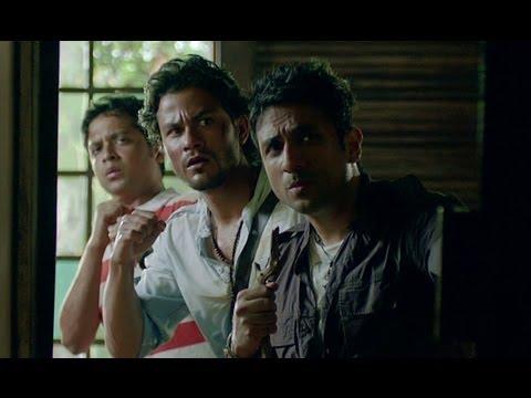 Kunal Khemu Rescues Puja Gupta - Go Goa Gone