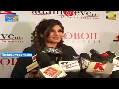 Beauties Raveena Tondon & Soha Ali Khan @ Globoil Fashion Show