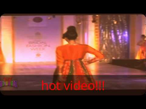 hot video!! - hot red gown to showing her pussy cleavage