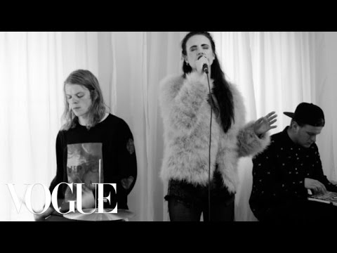 MØ -- Pilgrim (Live on Vogue)