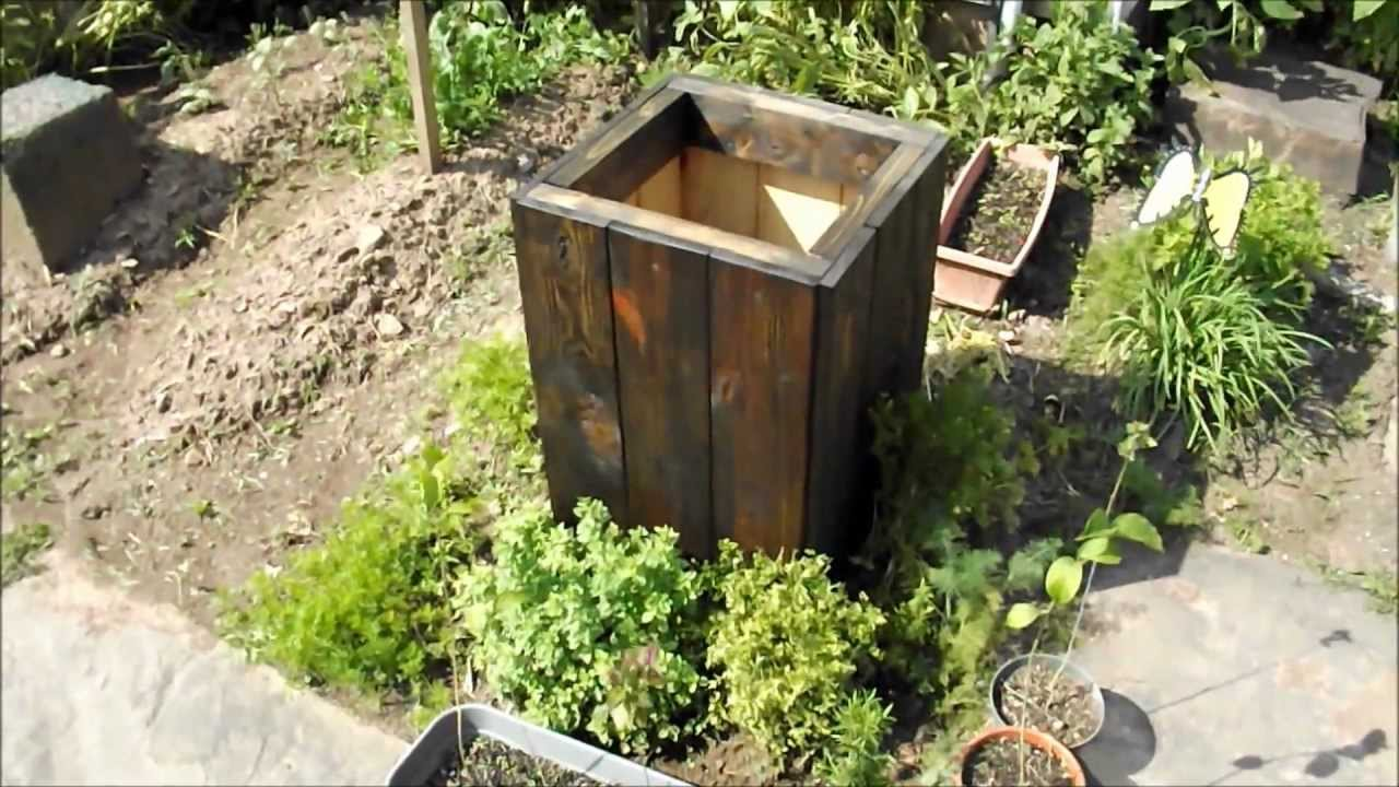 Diy how to make a free wood planter box from reclaimed for Wooden planters how to make
