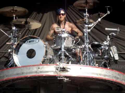 Best Quality Travis Barker Solo - Upsidedown Drumming At Pukkelpop 2010, Blink 182 Live video