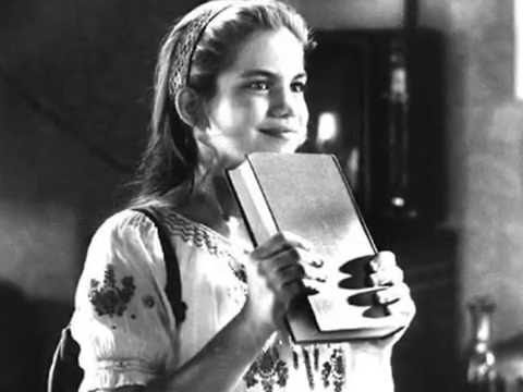 Anna Chlumsky- My Girl Video