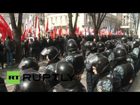 Ukraine: Boxer Vitali Klitschko leads thousands demanding elections