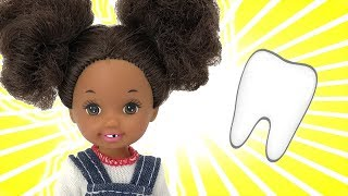 Little Elli Loses A Tooth! Barbie Sisters |  Naiah and Elli Doll Show #10