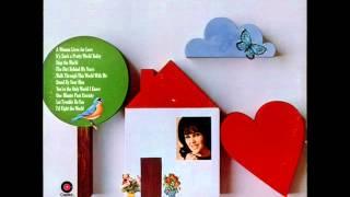 Watch Wanda Jackson Dirt Behind My Years video