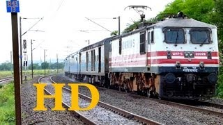 WAP5 BHOPAL SHATABDI EXPRESS WATER SHOW AT 115 Km/hr !!